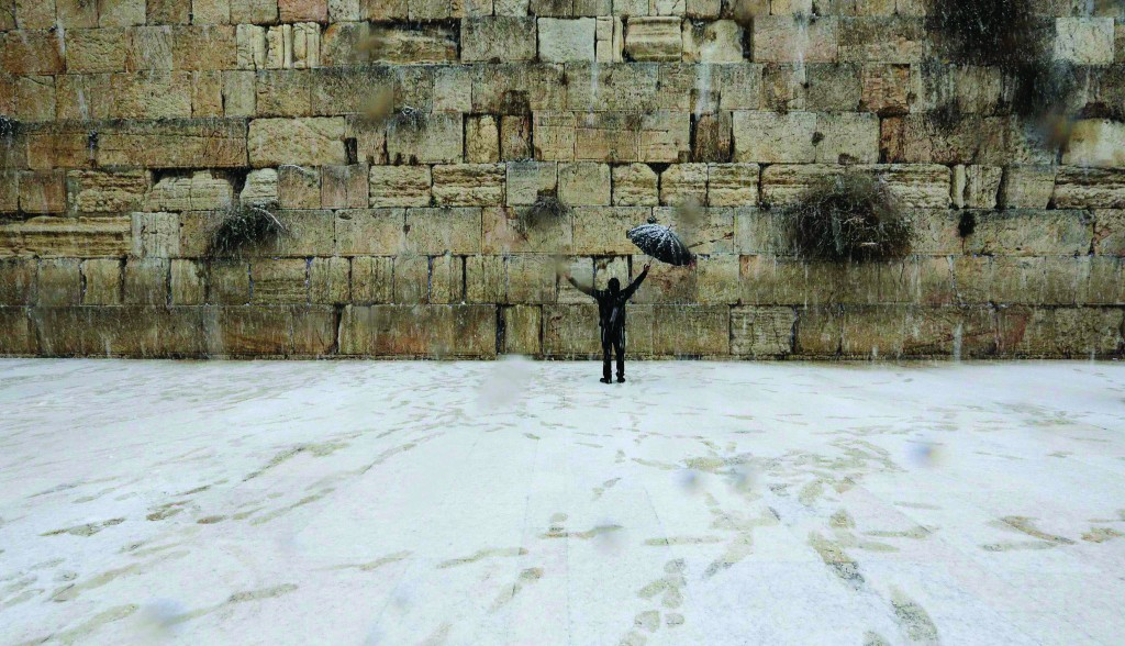 People all over Israel had a change of routine, thanks to a snowstorm that began on Thursday morning. (Flash90)