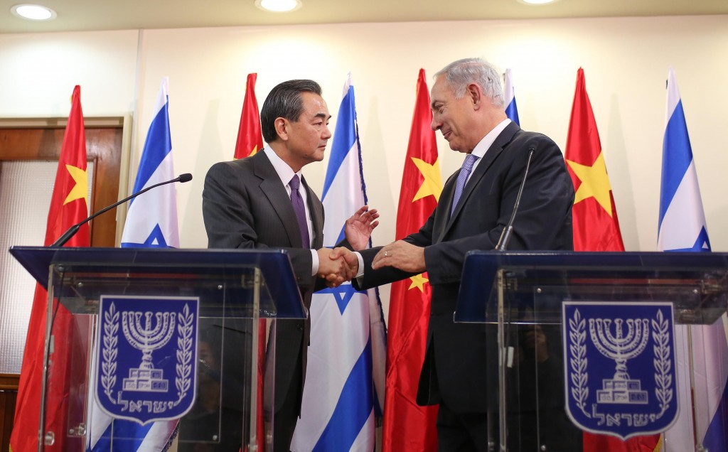 Prime Minister Binyamin Netanyahu welcomed Chinese Foreign Minister Wang Yi on his first official trip to Israel on Wednesday, the latest sign of a long-term effort to strengthen bilateral cooperation. (REUTERS/Abir Sultan/Pool)