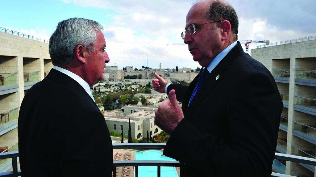Israeli Defense Minister Moshe Yaalon (R) meeing with President of Guatemala Otto Pérez Molina in Yerushalayim on Monday. (Ariel Hermoni/Ministry of Defense/FLASH90)