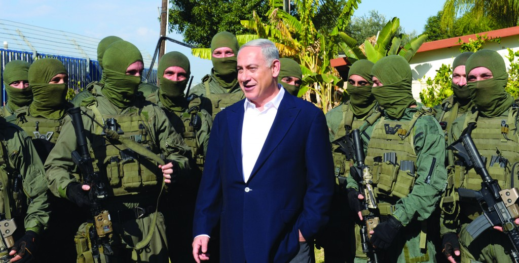Israeli Prime Minister Binyamin Netanyahu meets with an Israeli counter-terrorism unit on Thursday. (Haim Zach/GPO/FLASH90)