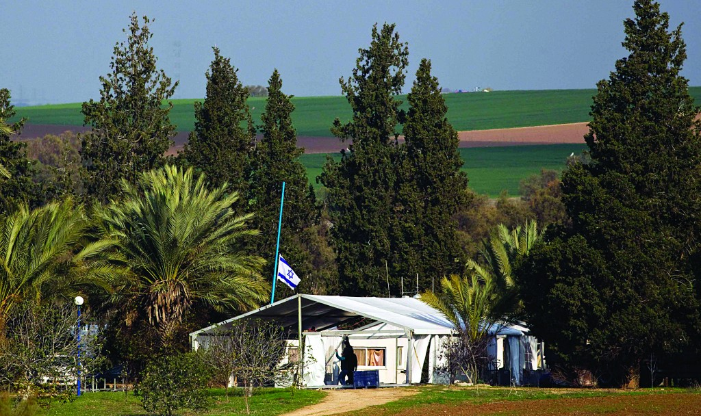A mourners tent being set up in preparation for the burial of former Israeli Prime Minister Ariel Sharon, at Sycamore Farm in southern Israel, on Sunday. (REUTERS/Amir Cohen)