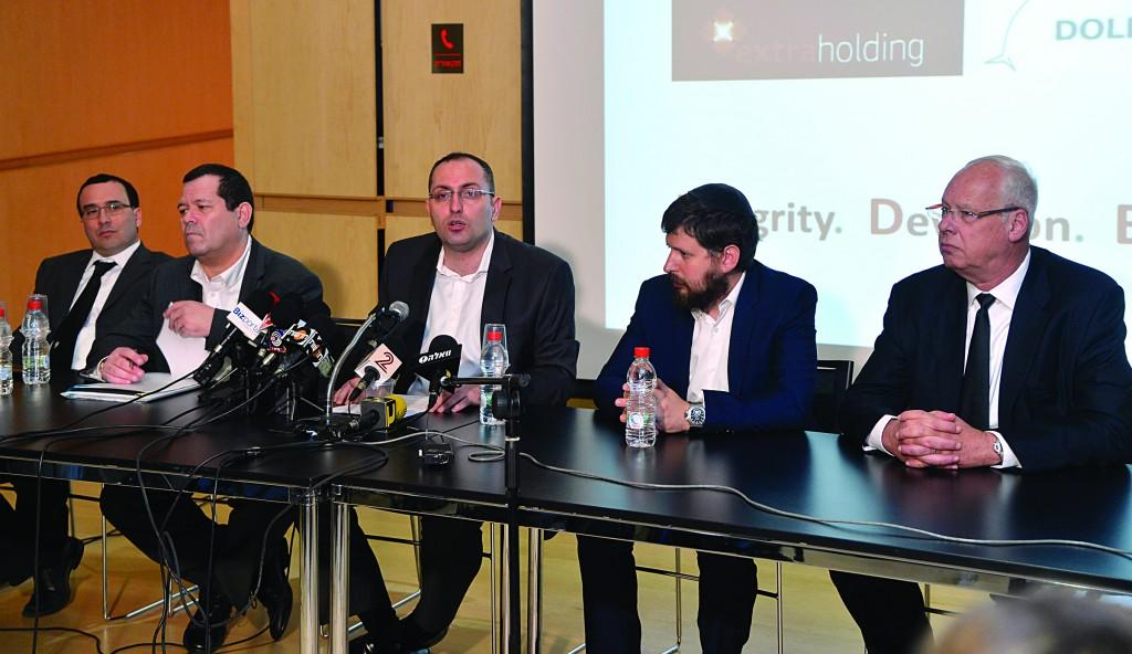 Israeli businessman Moti Ben Moshe (C) at a press conference in Tel Aviv on Sunday. (Yossi Zeliger/Flash90)