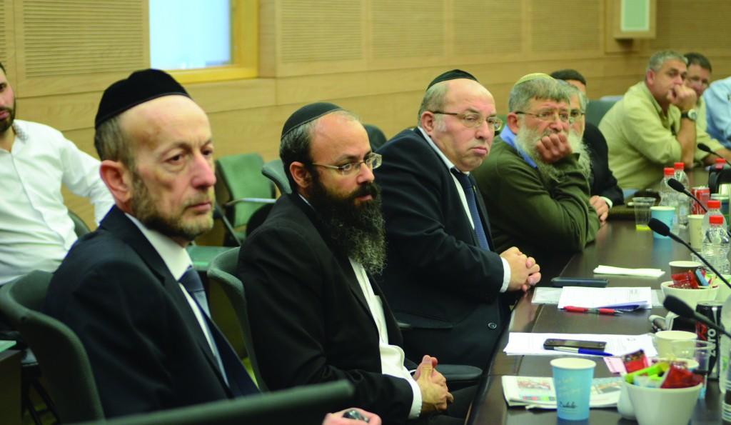 MK Uri Maklev (UTJ) (L) seen with committee members at the meeting