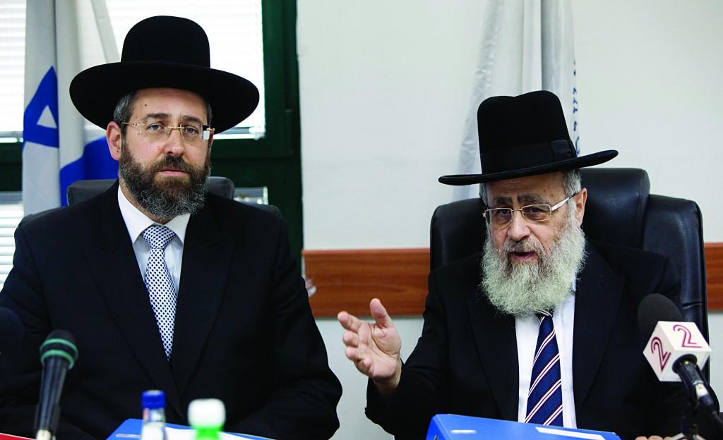 Chief Sephardic Rabbi Yitzchak Yosef (R) and Chief Ashkenazi Rabbi David Lau. (Yonatan Sindel/Flash90)