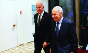 Israel's President Shimon Peres (R) walks with Vice President Joe Biden before their meeting at Peres' residence. Biden was in the country for the funeral of Ariel Sharon. (REUTERS/Ronen Zvulun)