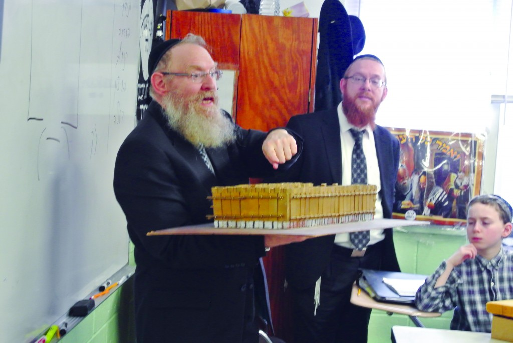 Rabbi Asher Sabo, Menahel of Yeshivah Torah Vodaath, on Monday teaching Rabbi Heilberg's fifth grade about the Mishkan. (Yeshivah Torah Vodaath)