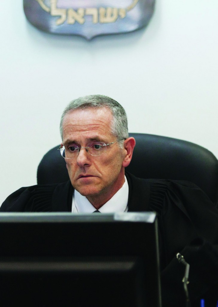 Judge David Mintz of the Yerushalayim District Court at a hearing of Hadassah Hospital's request for a protection order against creditors on Monday. (FLASH90)
