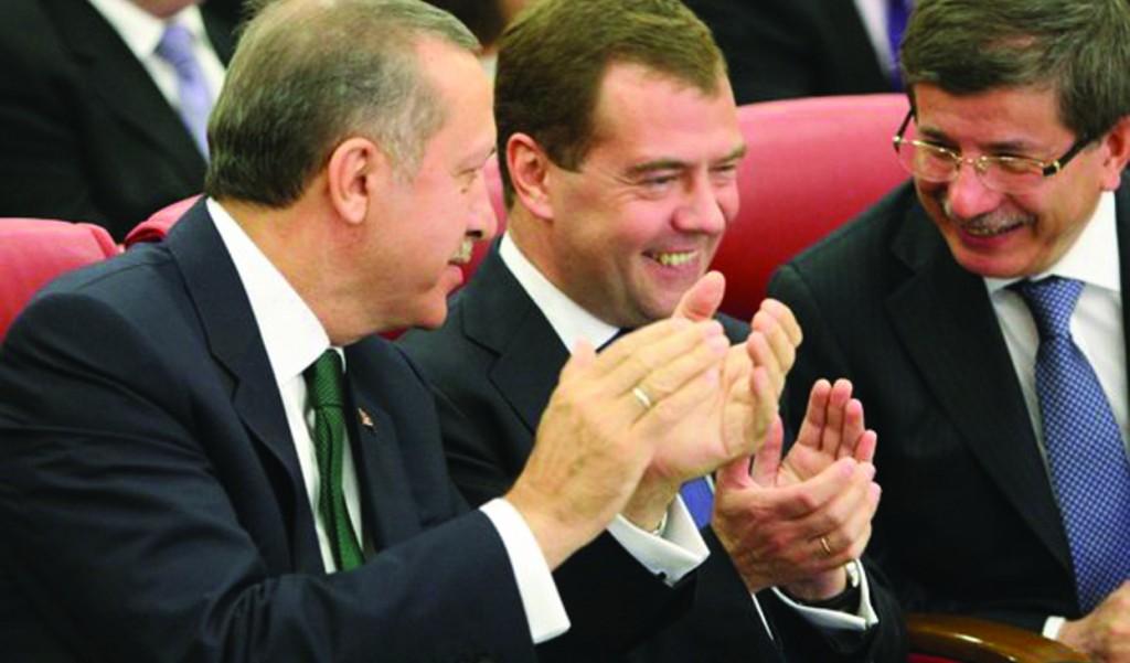 Turkish prime minister Recep Tayyip Erdogan (L) and Turkish foreign minister Ahmet Davutoglu (R) flank Russian president Dmitry Medvedev (C).