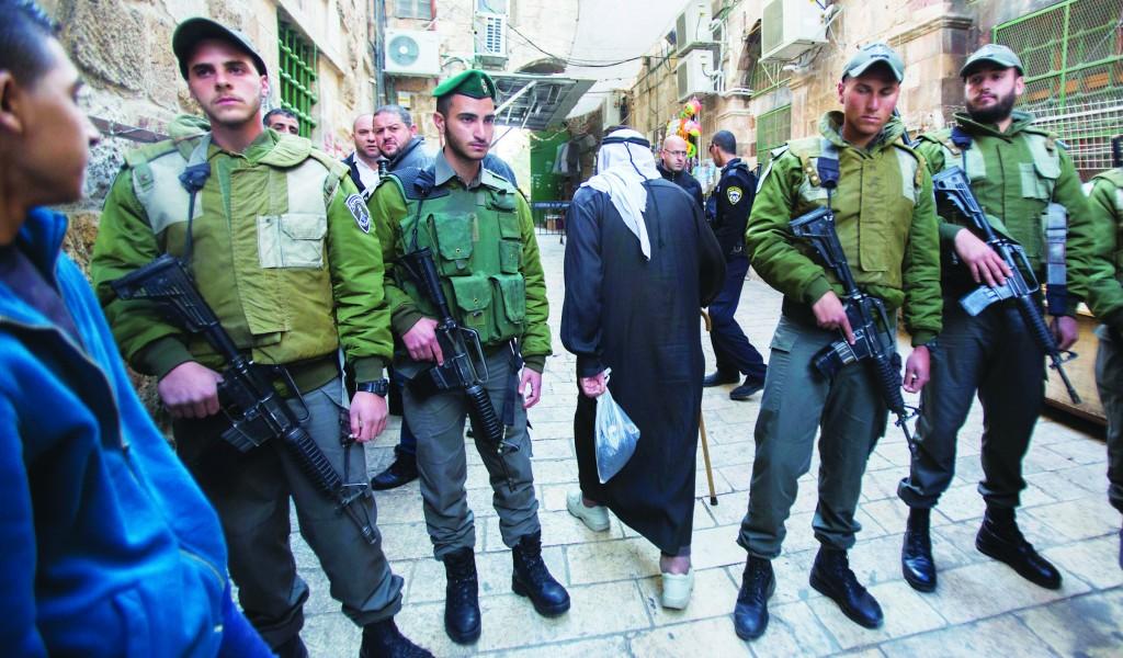 Israeli border policemen standing guard outside Har HaBayis on Tuesday. (Yonatan Sindel/Flash90)