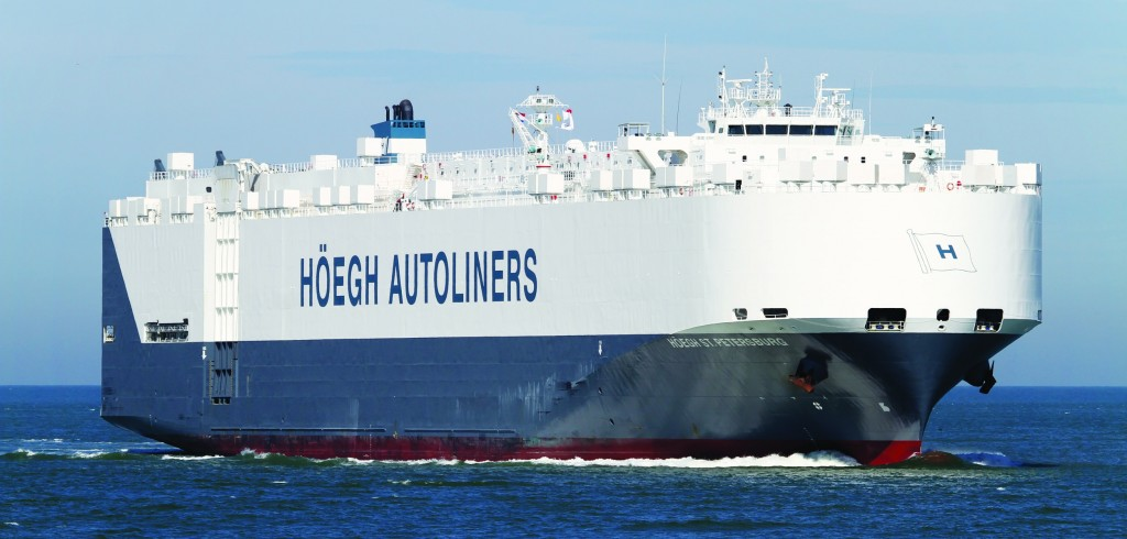 Norwegian cargo vessel Hoegh St. Petersburg arrives in the southern Indian Ocean off Australia, searching for possilble debris from missing plane. (AP Photo/hoegh.com/ NTB scanpix)