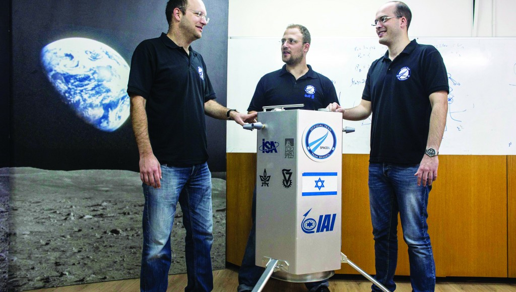 The co-founders of SpaceIL Yariv Bash (L), Kfir Damari (C) and Yonatan Winetraub stand next to their company's spacecraft process prototype at Bar-Ilan University, near Tel Aviv. (REUTERS/Nir Elias)