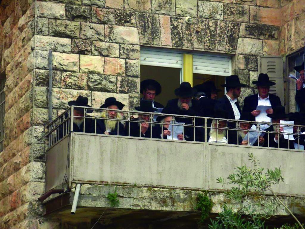Hagaon Harav Shmuel Auerbach , shlita, Rosh Yeshivas Maalos haTorah (C).
