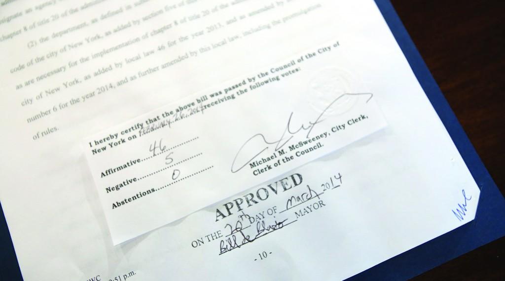 de blasio signs first bill paid sick leave into law hamodia com