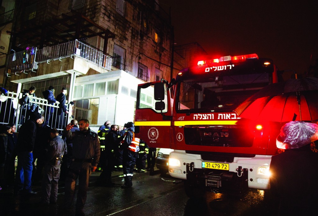 Police and rescue forces at the scene where a year-old baby was killed after a fire broke out in his family apartment in Yerushalayim on Thursday.  (Yonatan Sindel/Flash90)