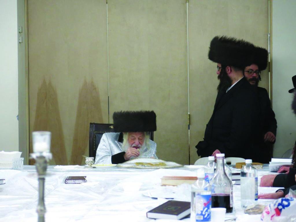The Skulener Rebbe leading a tisch in his beis medrash in Boro Park on Chol Hamoed. (JDN)