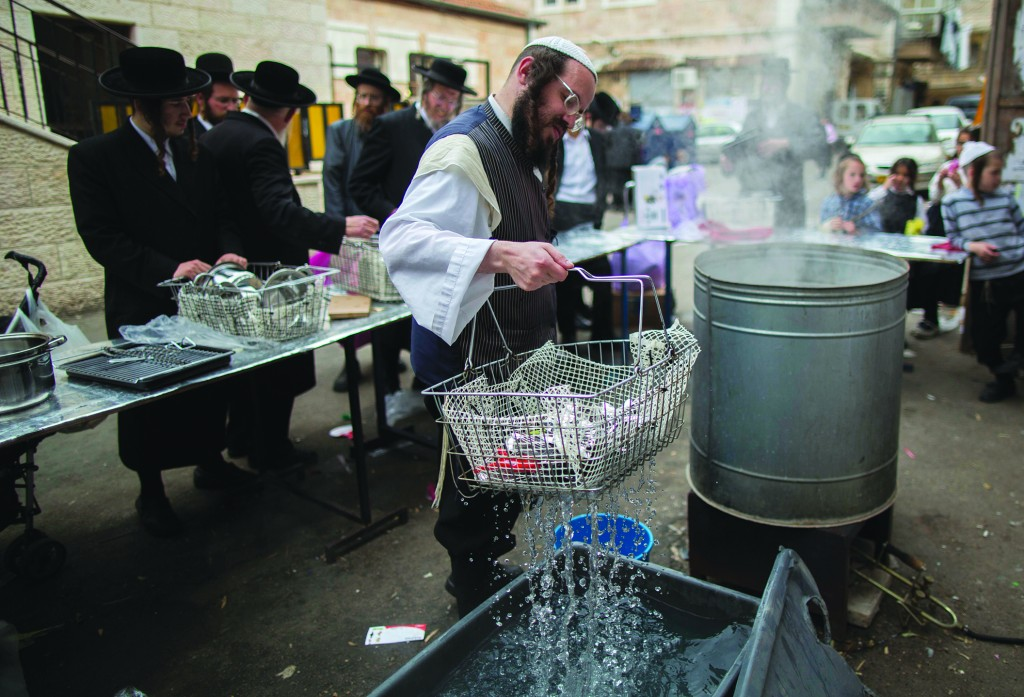 Hagalas keilim for the public in preparation for Pesach, in Meah Shearim on Wednesday.  (Yonatan Sindel/Flash90)