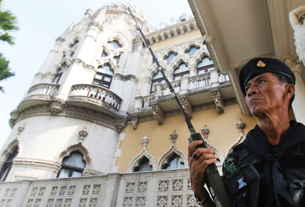 A Thai soldier guards outside the Government House compound of the prime minister's office,in Bangkok, Thailand, Tuesday (AP Photo/Sakchai Lalit)