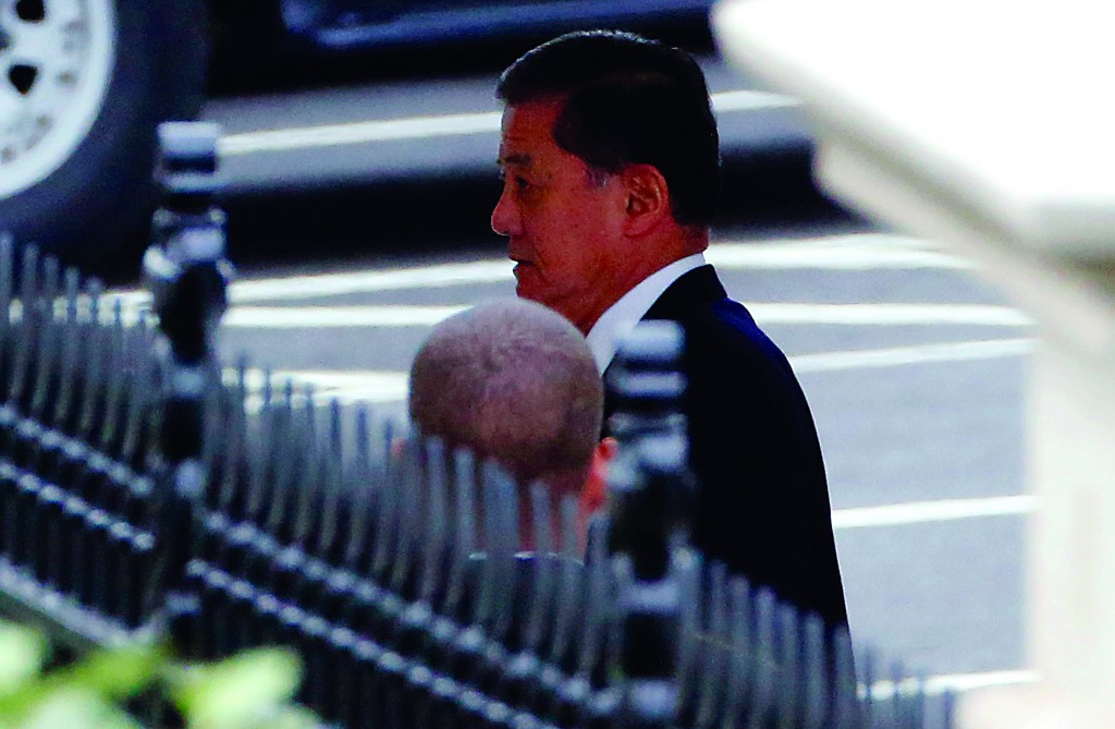 Secretary of Veterans Affairs Eric Shinseki arrives for his meeting with President Obama at the White House in Washington, Wednesday. (REUTERS/Larry Downing)