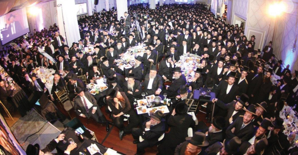 More than 1,000 people packed Boro Park's Ateres Chaya hall Tuesday night for the annual Bonei Olam dinner. (JDN)