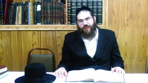 Rabbi Bergman giving a shiur.
