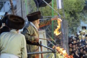 The Toldos Aharon Rebbe lights a bonfire in Meron on Lag BaOmer afternoon.(Moshe Goldstein/JDN)