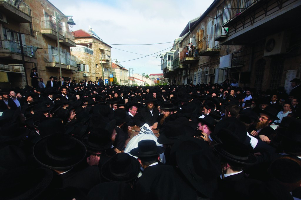 At the levayah in Yerushalayim. (AP Photo/Sebastian Scheiner)