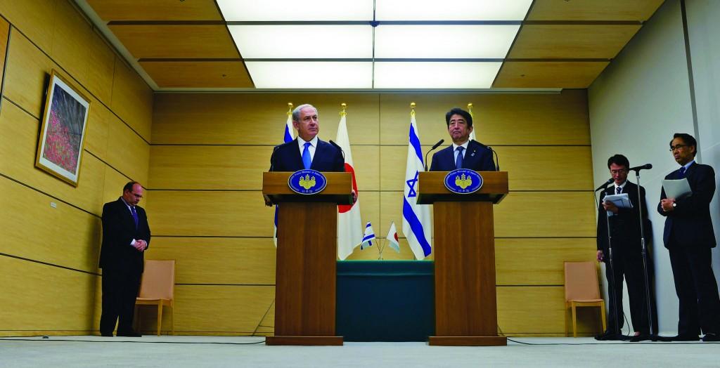 Israeli Prime Minister Binyamin Netanyahu and Prime Minister of Japan, Shinzo Abe, in Tokyo, on Monday.   (Kobi Gideon/GPO)