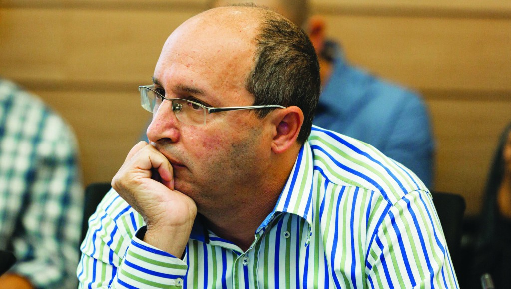 Histadrut leader Avi Nissankoren, said the postal workers strike has been called off for 60 days. (Flash 90)