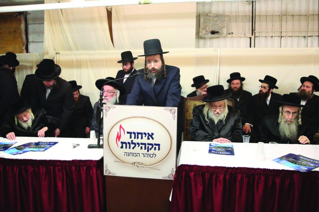 At the Technology Asifa for Women in Boro Park, Wednesday night. Thousands of women attended the asifah to hear words of chizuk about the proper use of techonology. (L-R) Skulener Rebbe, shlita; Viener Rav, shlita; Rabbi Efraim Glassman; Rachmastrivka Rebbe, shlita; Boyaner Rav, shlita.  (JDN)