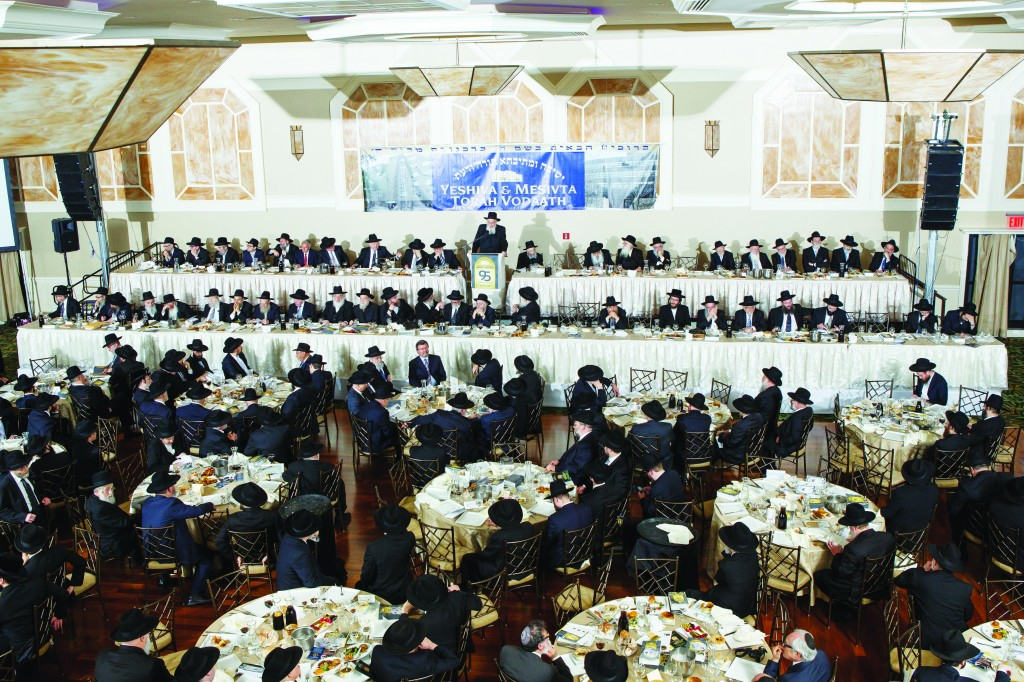 Harav Yisroel Belsky addresses dinner attendees Sunday evening at the Palace. (Shulim Goldring)