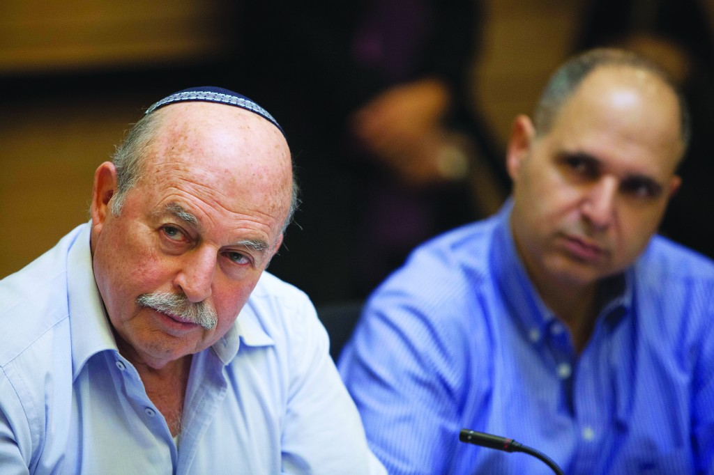 Chairman of the Finance committee Nissan Slomiansky during a committee meeting in the Knesset.  (Flash 90)