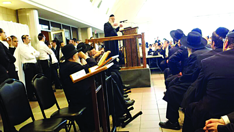 Harav Baruch Povarsky, Rosh Yeshivah of Ponevezh, delivering a shiur in Bais Medrash Govoha on Sunday.