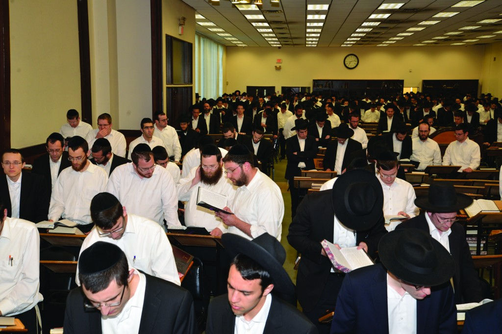 Atzeres Tefillah at Bais Medrash Govoha in Lakewood. Similar tefillah gatherings were held in communities across the country and around the world. (Yakov Leitner)