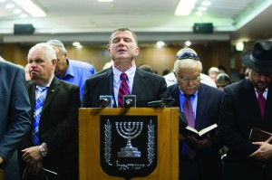 Speaker of the Knesset Yuli Edelstein (C) leads prayers for the release of three Jewish teenagers who were abducted a few days ago.  (Flash90)