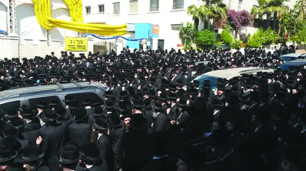 """A community in mourning — a partial view of the immense crowd at the levayah of Rabbi Yosef Yehudah Vind, z""""l."""