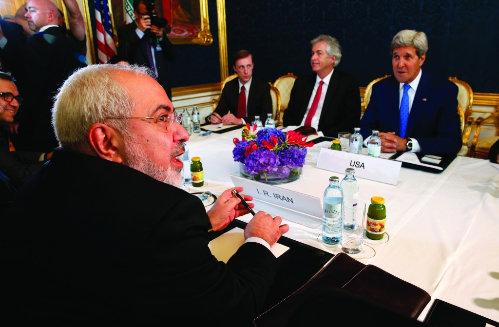 Iran's Foreign Minister Javad Zarif (L) holds a bilateral meeting with Secretary of State John Kerry (R) on the second straight day of talks over Tehran's nuclear program in Vienna. (REUTERS/Jim Bourg)