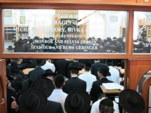 Overflow crowd from atzeres tefillah in Yeshivas Mir Yerushalayim.