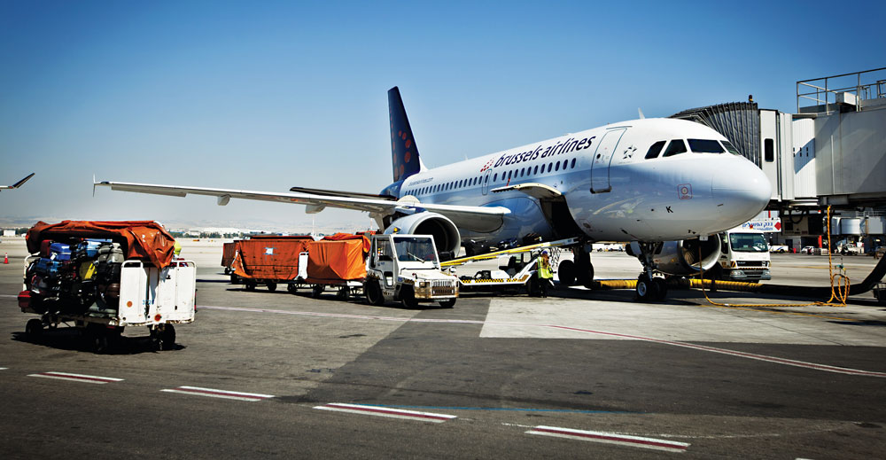 Ben Gurion Airport workers transport passengers' luggage from a Brussels airliner. (Moshe Shai/Flash 90)
