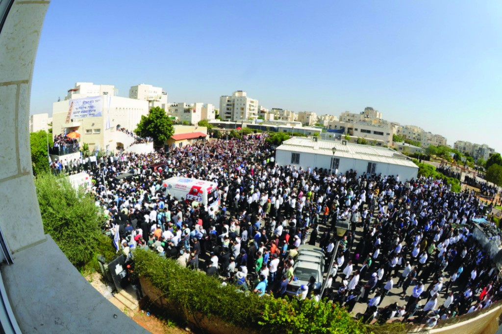 Partial view of the crowd of mourners Tuesday. (Flash90)