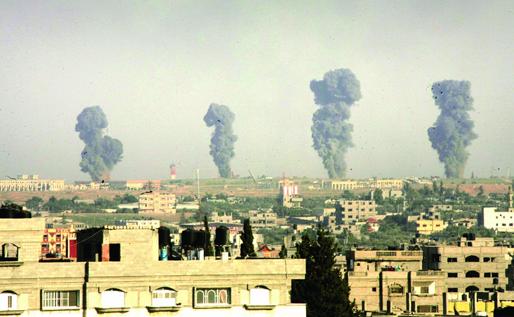 Smoke rises following what witnesses said were Israeli air strikes in Rafah in the southern Gaza Strip on Monday. (REUTERS/Abed Rahim Khatib)