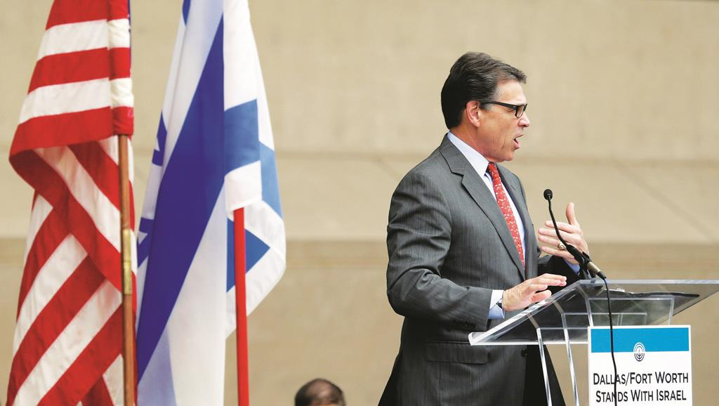 Texas Governor Rick Perry addresses a rally supporting Israel in front of city hall in Dallas, Texas.  (AP Photo/The Dallas Morning News, Brad Loper)
