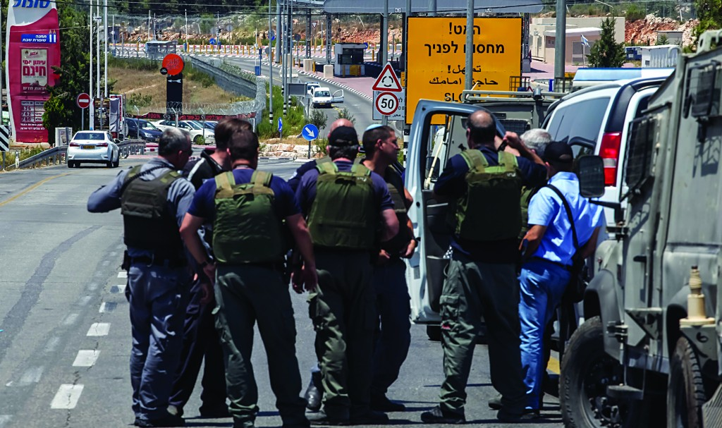 Police at the scene of an attempted terror attack at Beitar Illit on Sunday. (Flash90)