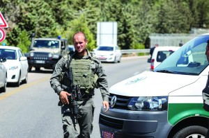 Yeshoron Tzoran, the officer who stopped the terrorist suspect at Beitar Illit on Sunday. (Flash90)