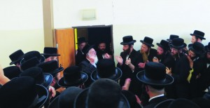 Harav Menachem Mendel Hager, Vizhnitzer Rebbe, surrounded by Chassidim, expresses his gratitude to Hashem that no one was hurt in the incident. (SHIA FRUCHTER / JDN)