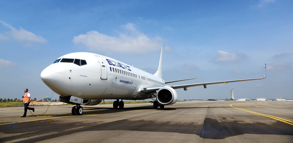 An El Al plane seen on the runway at Ben Gurion Airport. (Moshe Shai/Flash 90)