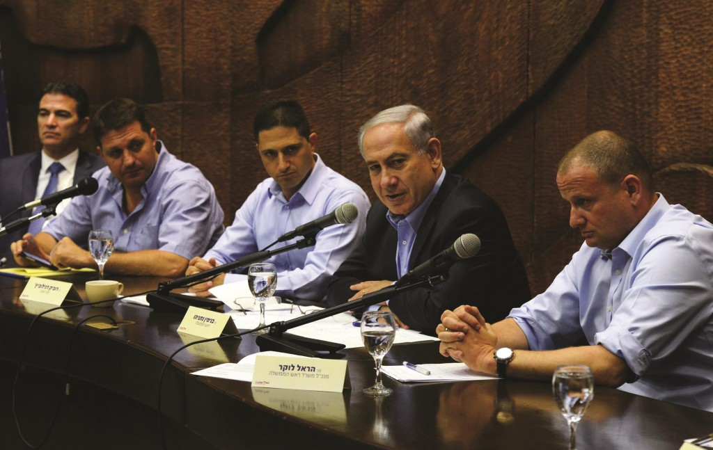 Prime Minister Binyamin Netanyahu met with heads of regional councils and cities in southern Israel, at the Be'er Sheva Municipality on Thursday, in the aftermath of Operation Protective Edge.  (Haim Zach/GPO/Flash90)