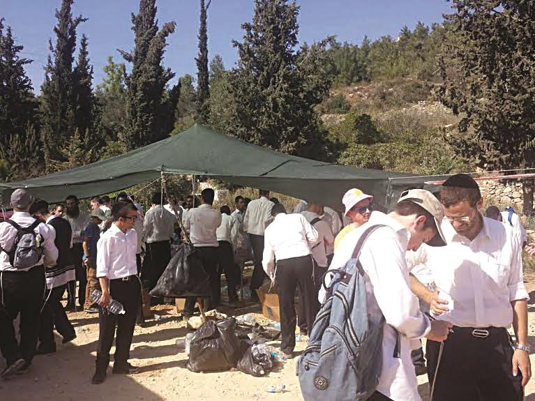 Volunteers gather to search for the missing bachur, Aharon Soffer, in the Jerusalem Forest.