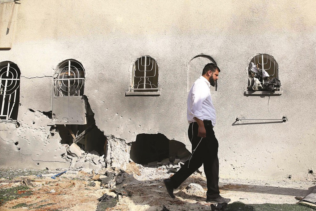Damaged beis knesses in Ashdod  where a rocket landed on Friday.  (Flash90)