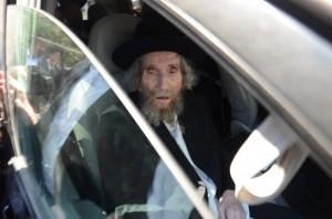"""Harav Aharon Leib Steinman, shlita, at the levayah of his daughter-in-law,  Rebbetzin Chana Steinman, a""""h. (JDN)"""