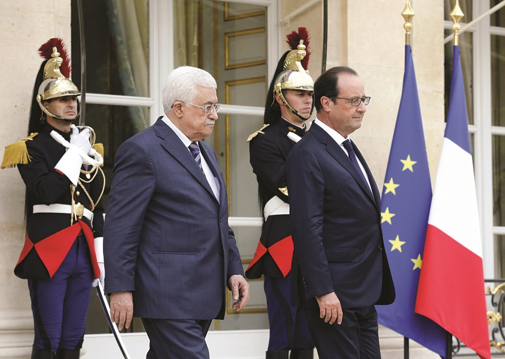 Palestinian Authority President Mahmoud Abbas (C) was in Paris on Friday where he picked up a promise from French President Francois Hollande (R) to push for the two-state solution at the United Nations. (FRANCOIS GUILLOT/AFP/Getty Images)